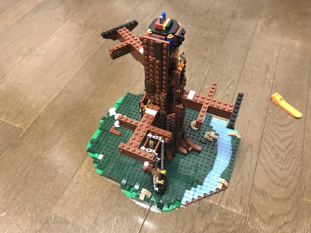 LEGOツリーハウス(21318)組み立て6 これが家を支える木だ